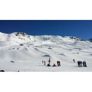 Sortie de ski aux Arcs ©SavoieMontBlanc-Mari